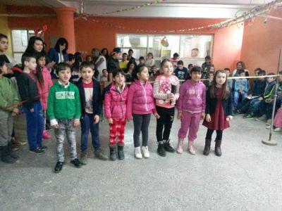 Коледна дискотека-поздрав от 1 клас - ОУ Св. Климент Охридски - Професор Иширково