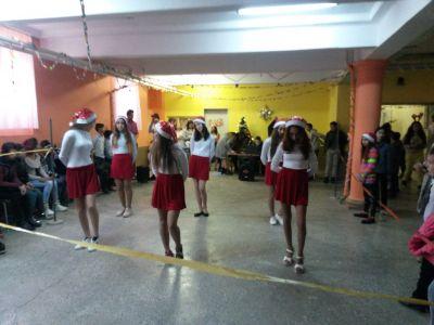 Коледна дискотека-поздрав от 7 клас - ОУ Св. Климент Охридски - Професор Иширково