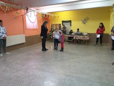 """Победителите от втори клас в състезанието за """"Коледа в училище"""" - ОУ Св. Климент Охридски - Професор Иширково"""