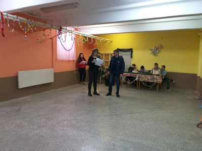 """Победителите от девети клас в състезанието за """"Коледа в училище"""" - ОУ Св. Климент Охридски - Професор Иширково"""