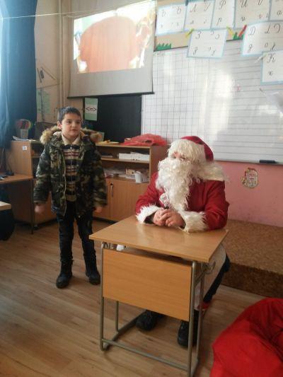 Дядо Коледа в първи клас - ОУ Св. Климент Охридски - Професор Иширково