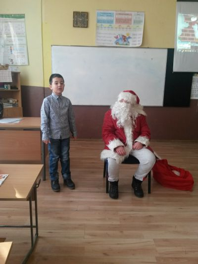 Дядо Коледа във втори клас - ОУ Св. Климент Охридски - Професор Иширково